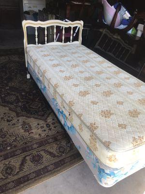 Twin size bed with Headboard for Sale in Hemet, CA
