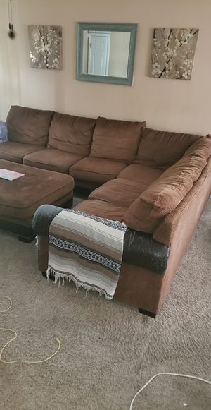 Comfortable Brown Sectional w Ottoman for Sale in Chapel Hill, TN