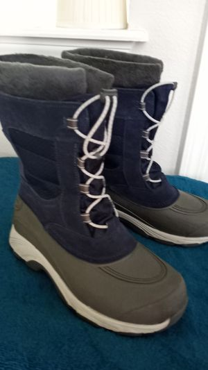 Womens Land's End snow boots size 8 for Sale in Jacksonville, FL
