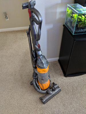 Dyson upright vacuum for Sale in Kyle, TX