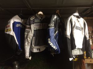 Motorcycle jackets and gloves all in great condition! Joe rocket Suzuki icon alpine star for Sale in Tampa, FL