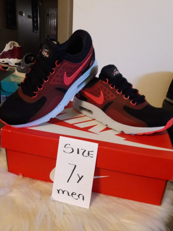 NIKE MAX SIZE 7 FOR MEN