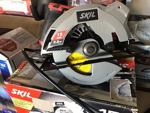 Skil 2.5HP / 15AMP 7-1/4 electric corded circle saw with single laser guide like new open box excellent condition in original packaging for Sale in Las Vegas, NV