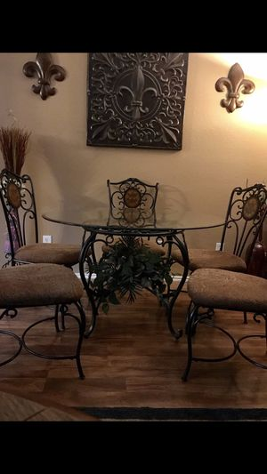 Beautiful ASHLEY dining table with 4 chairs, very sturdy and clean for Sale in Fort Worth, TX