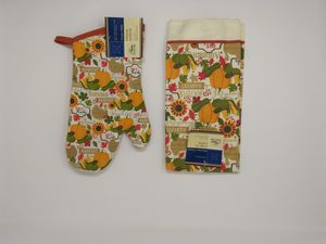 Fall oven mitt & kitchen towel New! for Sale in Franklin, TN