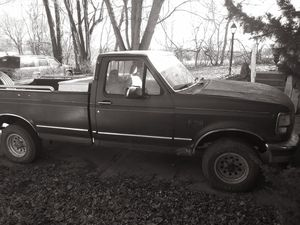 1993 Ford XLT 4X4 TRUCK for Sale in Raytown, MO