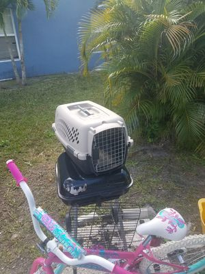 Dog kennel in great condition like new for Sale in Port St. Lucie, FL