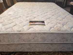 Queen Simmons Beautyrest Bed Mattress box spring bed frame for Sale in Lynnwood, WA