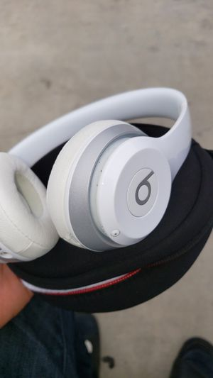 Beats solo 3 wireless for Sale in Midway City, CA