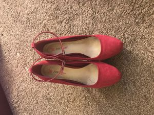JustFab, burgundy velvet heels for Sale in Fresno, CA