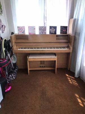 Upright Piano for Sale in Fond du Lac, WI