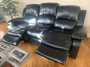 Recliner couch and loveseat matching set for Sale in Woodbridge, VA
