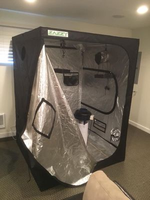 Zazzy grow tent with led lights, fan an 5 clones for Sale in Portland, OR