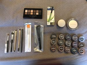 Assorted Bareminerals makeup and brand new brushes! for Sale in Chicago, IL
