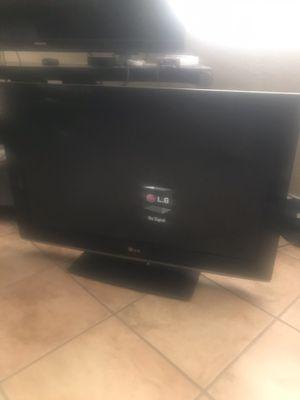 32 inch LG tv for Sale in San Bernardino, CA