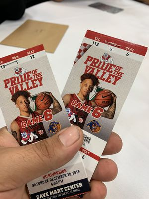4 Fresno state vs UC riverside tickets for Sale in Selma, CA