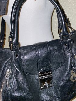Michael Kors Authentic Crossbody Bag for Sale in Chandler,  AZ