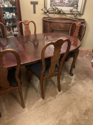Dinning room table with 6 chairs for Sale in Federal Way, WA