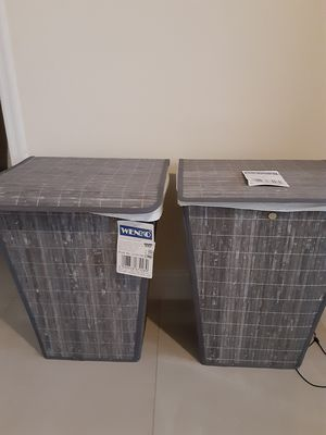 Wenko Conical Laundry bin with lid for Sale in Orlando, FL