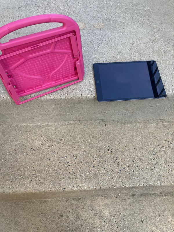 7th generation Ipad 126GB with stand & carry case