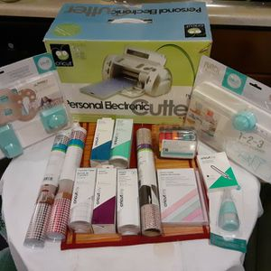 Cricut Personal Electronic Cutter Brand New Is $350 And $280 In Accessories for Sale in Marysville, WA