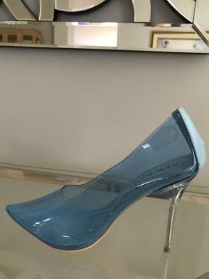 NEW BLUE LUCITE CLEAR PUMPS HEELS, new in box for Sale in Miami, FL