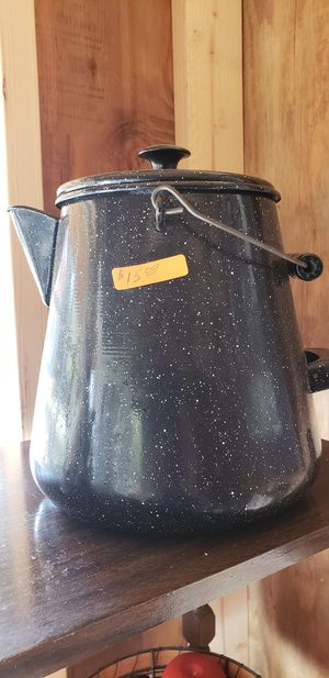 Large gallon size enamel pot for Sale in Farmville, VA