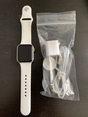 Apple Watch series 4 40mm GPS 24 for Sale in Rancho Cordova, CA