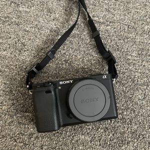 Black Sony A6300 Body (FREE ACCESORIES) for Sale in Los Angeles, CA