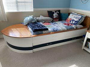 Boy's nautical bedroom set (3 pieces with trundle and storage) for Sale in Torrance, CA