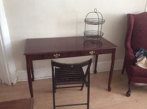 Desk with chair for Sale in Philadelphia, PA