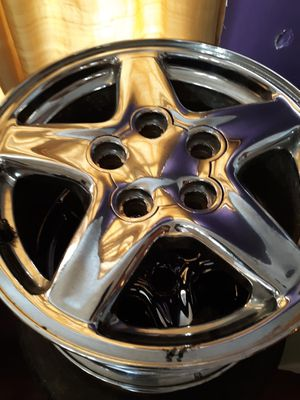 GM five star Chrome 16 inch rims set of four for Sale in Hamburg, NY