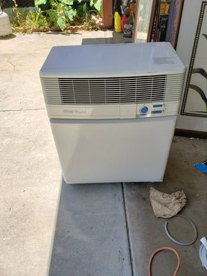 DELONGHI 9000 BTU PORTABLE AIR CONDITIONER . Runs off regular 115 volt outlet, comes with vent hose in excellent condition. for Sale in Covina, CA