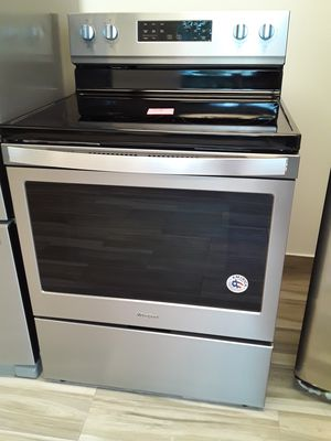 Range Whirlpool Stainless Steel. New. Warranty for Sale in Hialeah, FL