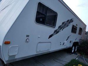 2009 R wagon toy hauler camper 30ft sleeps 6 for Sale in Metairie, LA