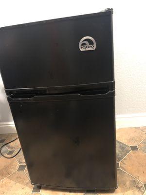 Igloo 3.2 cu ft 2-Door Refrigerator and Freezer for Sale in Golden, CO