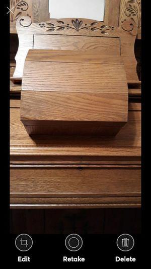VINTAGE SOLID OAK BOX for Sale in Lynchburg, VA
