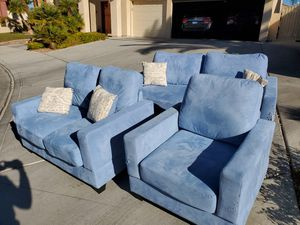 FREE Curb alert! Couch love seat chair combo! for Sale in Las Vegas, NV
