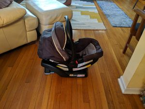 Graco Click-Connect Car Seat /Carrier w/Base! for Sale in Washington, DC