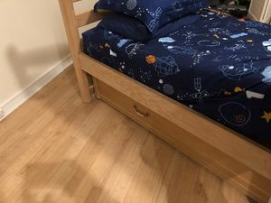 Boys bedroom set with trundle bed. High-end Lexington. $700. for Sale in Pembroke Pines, FL