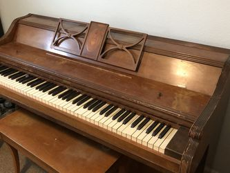 FREE piano And Bench RECENTLY TUNED for Sale in Algona,  WA