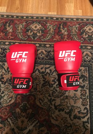 NEVER WORN OFFICIAL UFC BOXING GLOVES 16 oz. for Sale in Rancho Cucamonga, CA