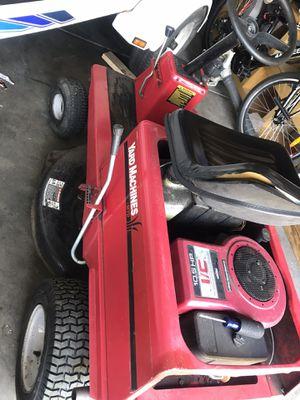 "Small rider 30"" cut with 10.5 Briggs motor for Sale in Bolingbrook, IL"