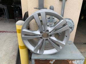 Mercedes-Benz ML350 wheel. 8x19. Part # A1664010702 for Sale in Los Angeles, CA