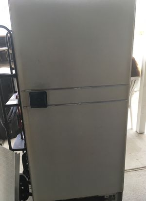 Frigidaire built by GM old but still working for Sale in St. Louis, MO