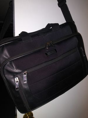 Kenneth Cole Reaction Laptop Bag / Excellent Condition for Sale in Neffsville, PA