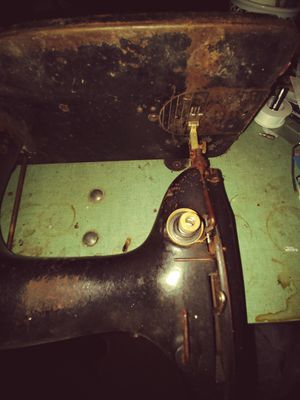 Singer Sewing Machine with Brand New Motor vintage 1930 in working condition. for Sale in New York, NY