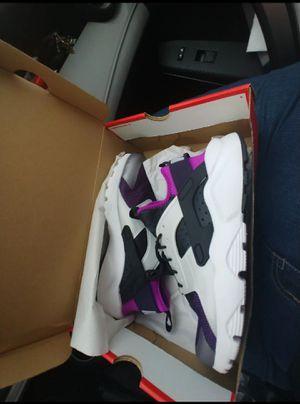 Nike Air Huarache women's 8.5 for Sale in San Antonio, TX