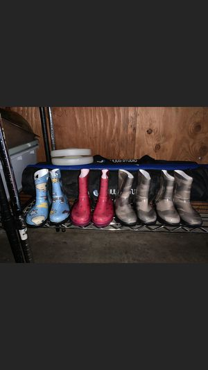Brand new uggs rain boots for girls size 9 for Sale in Tualatin, OR