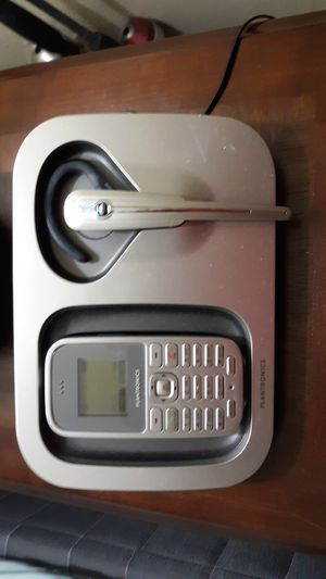 Plantronics landline wireless phone with bluetooth ear attachment for Sale in Kilgore, TX
